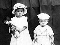 Ronald Oba and sister Kiyoko, Hawaii